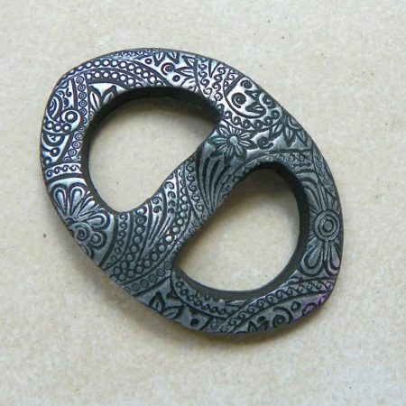 Oválná sponka na šátek, ornament stříbrná