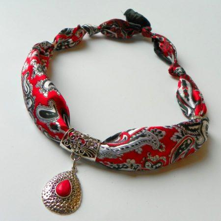 Šátkošperk s červenou kapkou