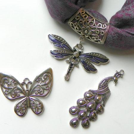Fialová šperkošála - vážka, páv nebo motýl
