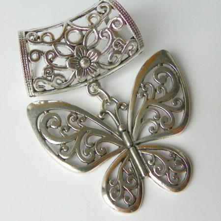 Přívěs na šálu motýl