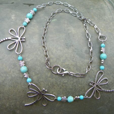 Vážkový náhrdelník