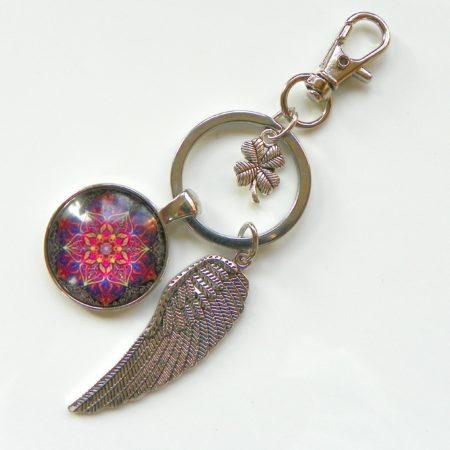 Přívěsek na klíče - fialová mandala a křídlo