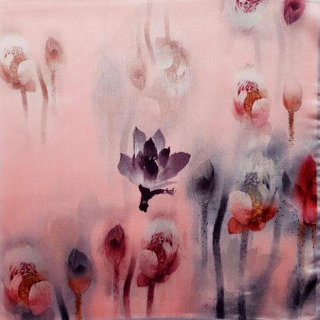 Hedvábný šáteček květiny v mlze