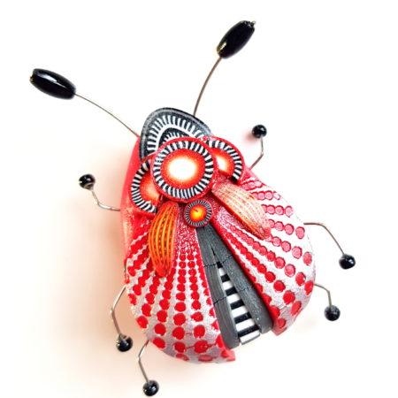 Brož hmyzák červený